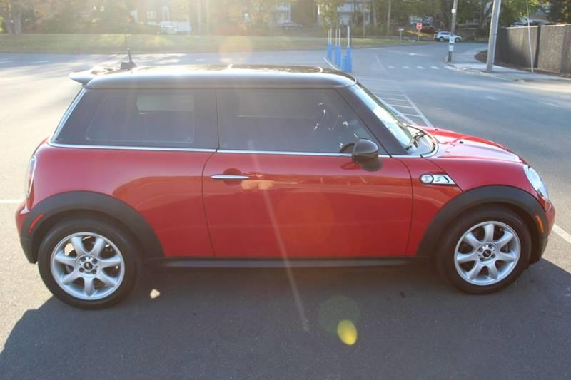 2010 Mini Cooper S 2dr Hatchback, available for sale in Waterbury, Connecticut | Sphinx Motorcars. Waterbury, Connecticut
