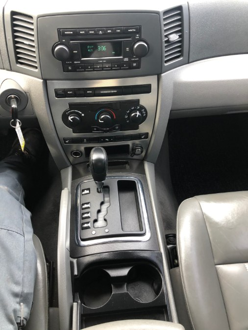 2005 Jeep Grand Cherokee 4dr Laredo 4WD, available for sale in Suffield, Connecticut | Suffield Auto Sales. Suffield, Connecticut