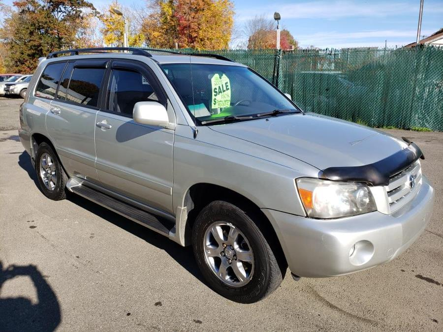 2004 Toyota Highlander 4dr V6 4WD w/3rd Row, available for sale in Meriden, Connecticut | Cos Central Auto. Meriden, Connecticut