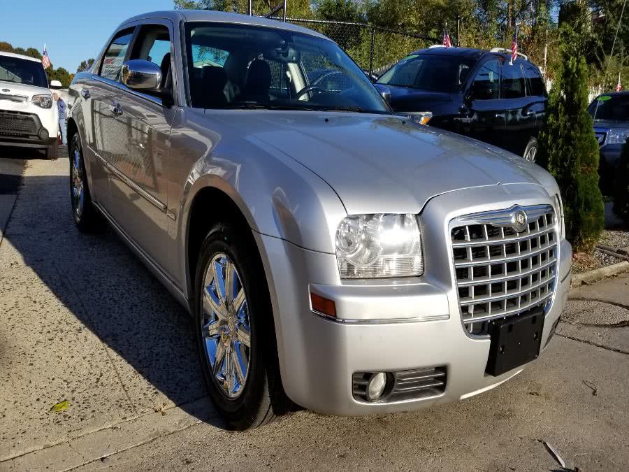Used 2010 Chrysler 300 SIGNATURE SERIES in Baldwin, New York | Carmoney Auto Sales. Baldwin, New York