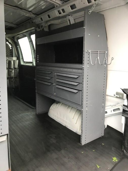 2009 Chevrolet Express Cargo Van RWD 2500 135