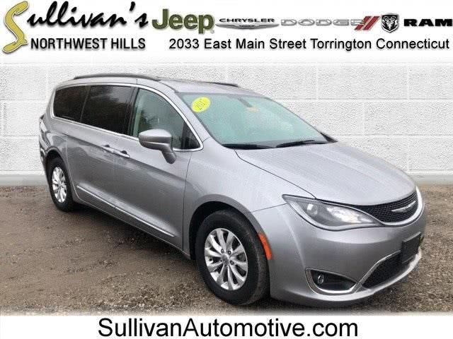 Used Chrysler Pacifica Touring L 2017 | Sullivan Automotive Group. Avon, Connecticut