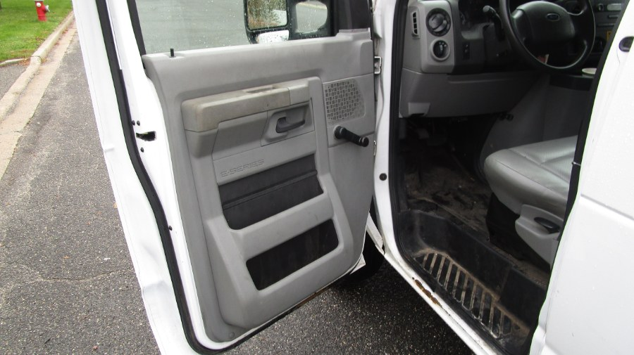 Used Ford Econoline Cargo Van E-350 Super Duty Ext Commercial 2014 | H & H Auto Sales. Hicksville, New York