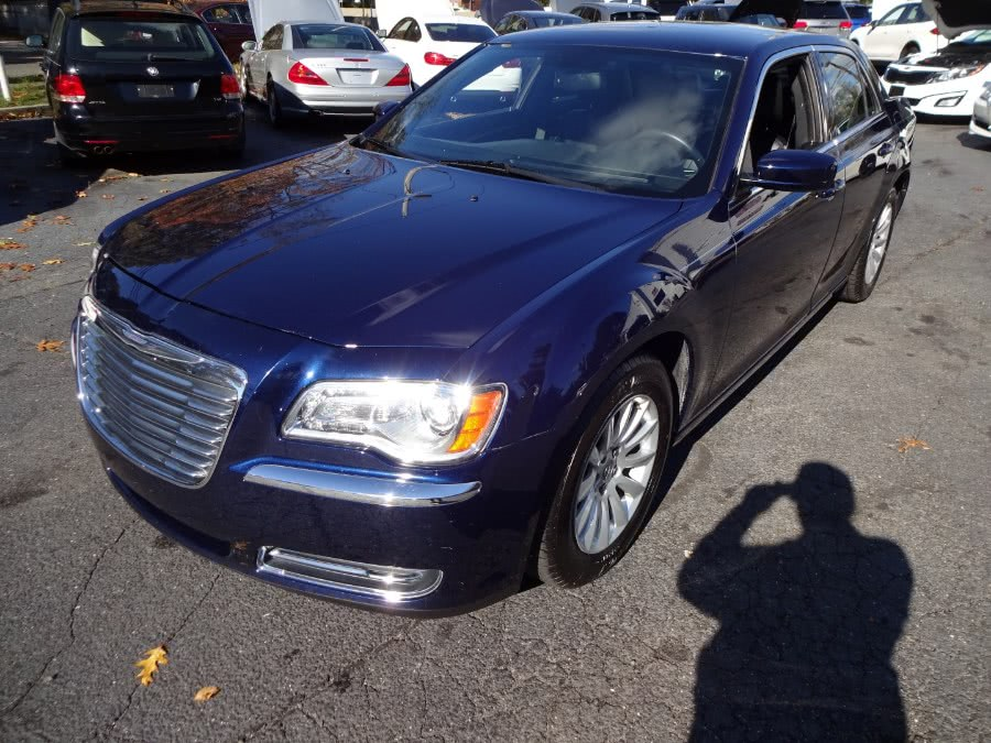 2013 Chrysler 300 4dr Sdn RWD, available for sale in Islip, New York | Mint Auto Sales. Islip, New York