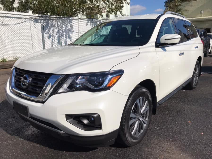 Used 2017 Nissan Pathfinder in Jamaica, New York | Sunrise Autoland. Jamaica, New York