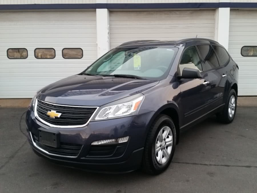 Used 2014 Chevrolet Traverse in Berlin, Connecticut | Action Automotive. Berlin, Connecticut