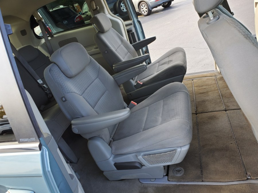 2009 Chrysler Town & Country 4dr Wgn Touring, available for sale in West Chester, Ohio | Decent Ride.com. West Chester, Ohio