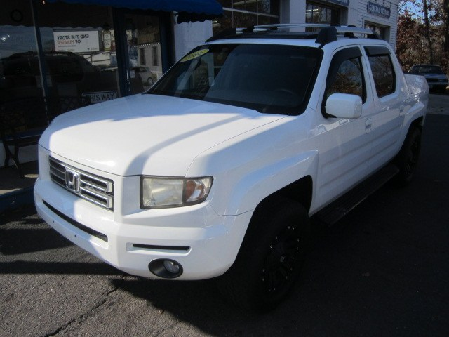 2006 Honda Ridgeline RTL 4WD, available for sale in Meriden, Connecticut | Cos Central Auto. Meriden, Connecticut