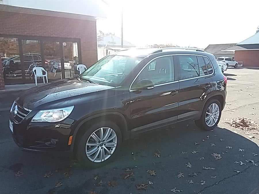 Used 2011 Volkswagen Tiguan in Wallingford, Connecticut | Vertucci Automotive Inc. Wallingford, Connecticut