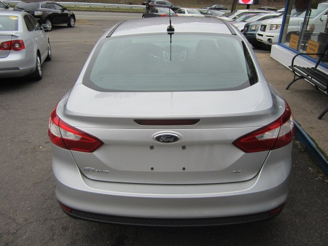 2014 Ford Focus 4dr Sdn SE, available for sale in Meriden, Connecticut | Cos Central Auto. Meriden, Connecticut