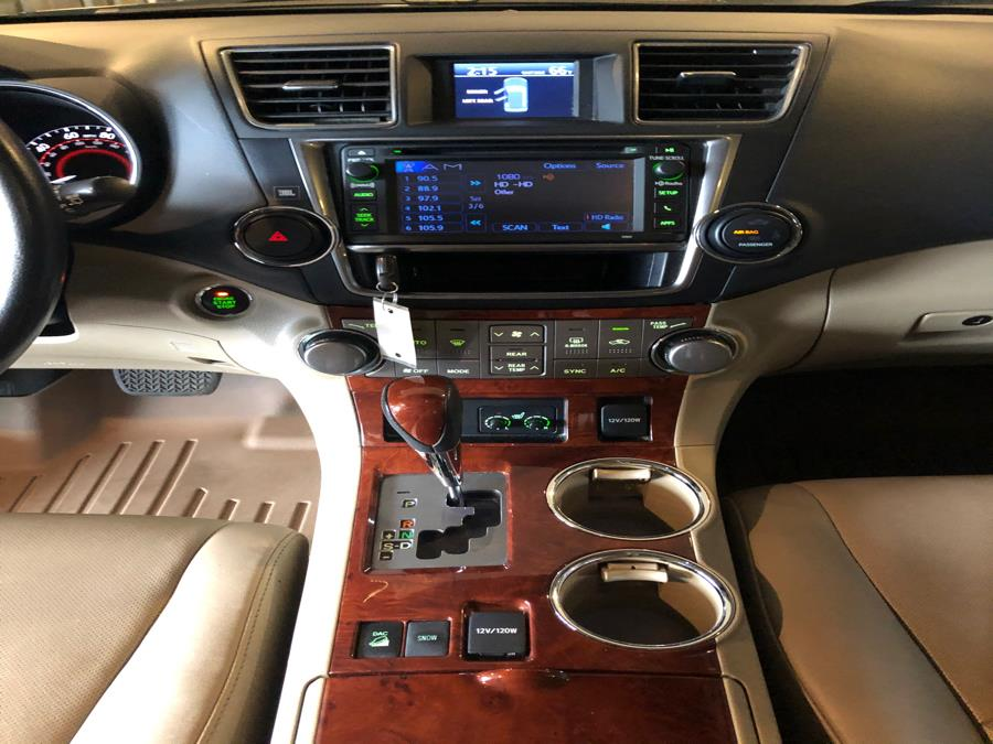 2013 Toyota Highlander 4WD 4dr V6  Limited (Natl), available for sale in West Hartford, Connecticut | AutoMax. West Hartford, Connecticut