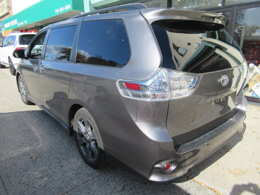 2018 Toyota Sienna SE FWD 8-Passenger (Natl), available for sale in Woodside, New York | Pepmore Auto Sales Inc.. Woodside, New York
