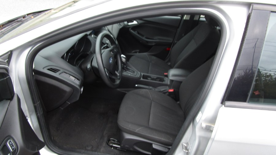 Used Ford Focus 4dr Sdn SE 2015 | H & H Auto Sales. Hicksville, New York