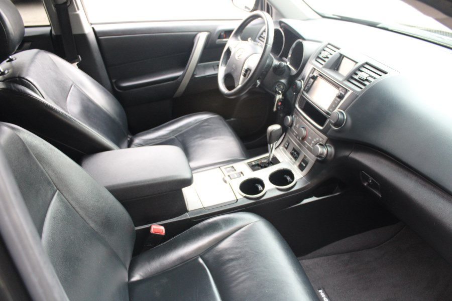 2013 Toyota Highlander 4WD 4dr V6 (Natl), available for sale in East Windsor, Connecticut | Century Auto And Truck. East Windsor, Connecticut