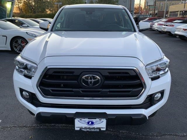 2018 Toyota Tacoma SR5 4WD, available for sale in Cincinnati, Ohio | Luxury Motor Car Company. Cincinnati, Ohio