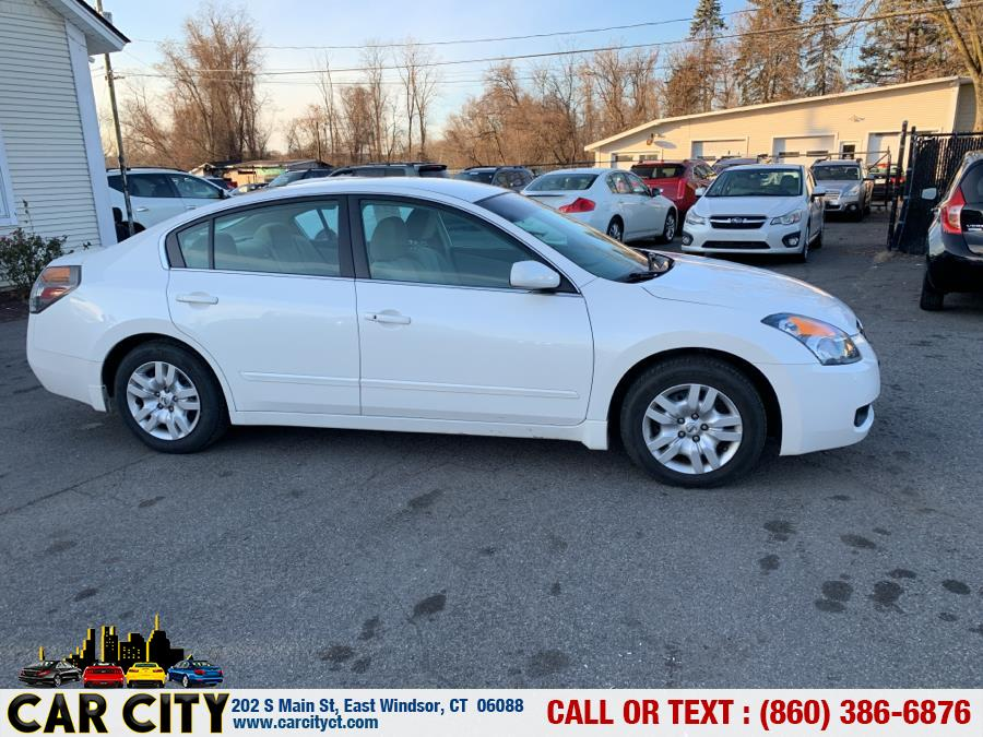 2009 Nissan Altima 4dr Sdn I4 CVT 2.5 S, available for sale in East Windsor, Connecticut | Car City LLC. East Windsor, Connecticut