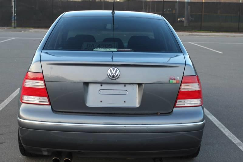 2004 Volkswagen Jetta GLI VR6 4dr Sedan, available for sale in Waterbury, Connecticut | Sphinx Motorcars. Waterbury, Connecticut