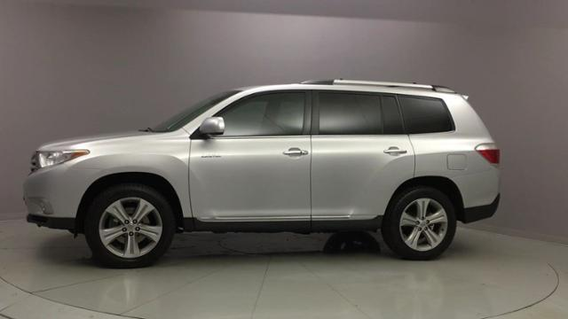 2013 Toyota Highlander 4WD 4dr V6 Limited, available for sale in Naugatuck, Connecticut | J&M Automotive Sls&Svc LLC. Naugatuck, Connecticut