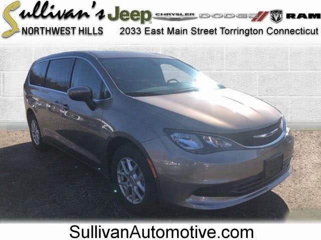 Used 2017 Chrysler Pacifica in Avon, Connecticut | Sullivan Automotive Group. Avon, Connecticut