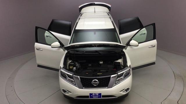 2016 Nissan Pathfinder 4WD 4dr SV, available for sale in Naugatuck, Connecticut | J&M Automotive Sls&Svc LLC. Naugatuck, Connecticut