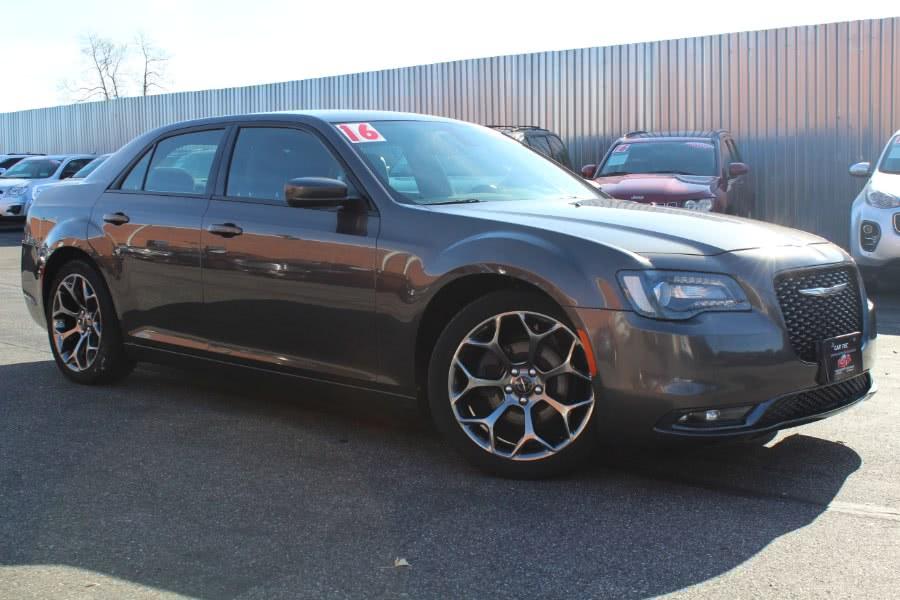 Used 2016 Chrysler 300 in Deer Park, New York | Car Tec Enterprise Leasing & Sales LLC. Deer Park, New York
