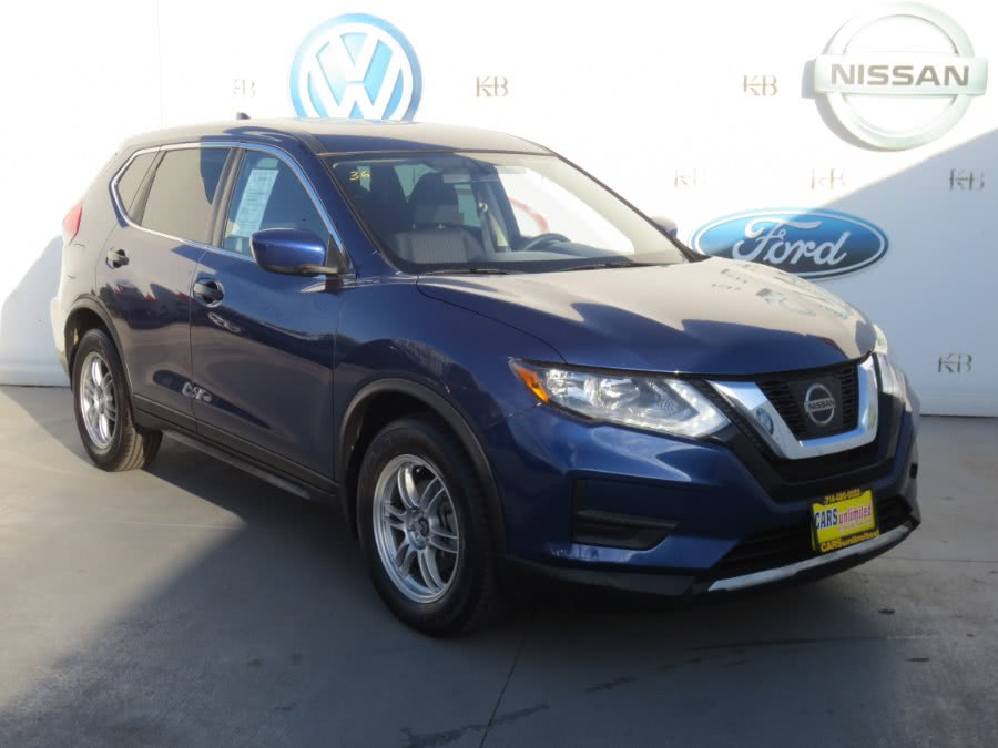 Used 2017 Nissan Rogue in Santa Ana, California | Auto Max Of Santa Ana. Santa Ana, California