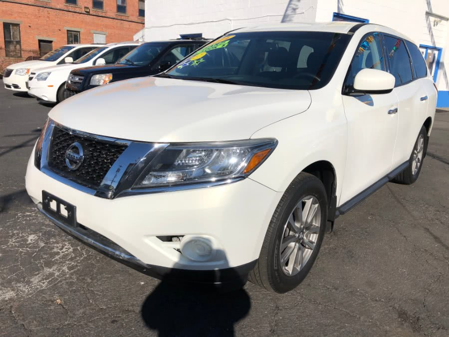 Used 2014 Nissan Pathfinder in Bridgeport, Connecticut | Affordable Motors Inc. Bridgeport, Connecticut