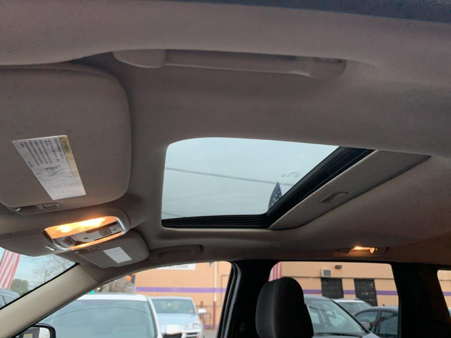 2012 Jeep Grand Cherokee 4WD 4dr Laredo, available for sale in West Hartford, Connecticut | Auto Store. West Hartford, Connecticut