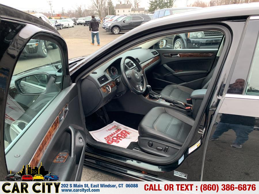 2013 Volkswagen Passat 4dr Sdn 2.5L Auto SE w/Sunroof PZEV, available for sale in East Windsor, Connecticut | Car City LLC. East Windsor, Connecticut