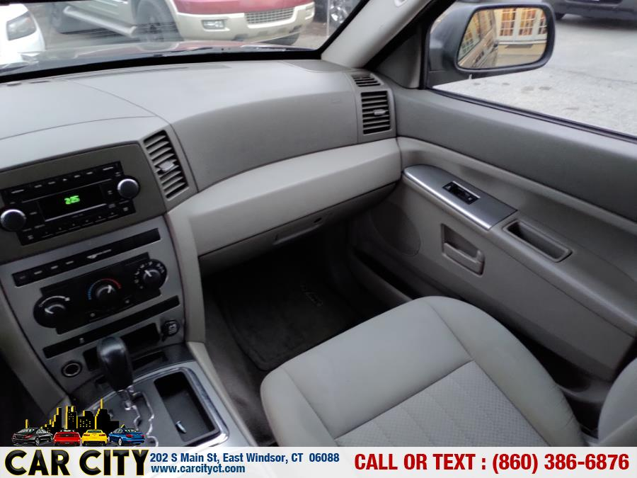 Used Jeep Grand Cherokee 4dr Laredo 4WD 2006 | Car City LLC. East Windsor, Connecticut