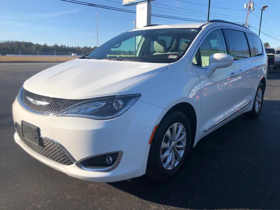 Used Chrysler Pacifica Touring-L 2017 | RH Cars LLC. Merrimack, New Hampshire