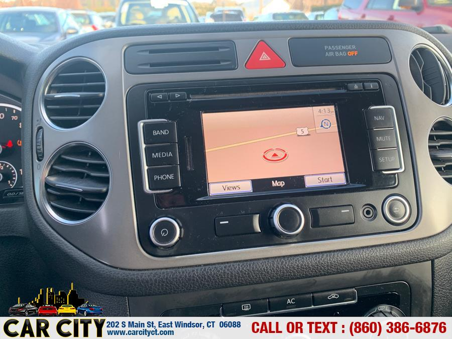 2011 Volkswagen Tiguan 4WD 4dr SE 4Motion wSunroof & Navi, available for sale in East Windsor, Connecticut | Car City LLC. East Windsor, Connecticut