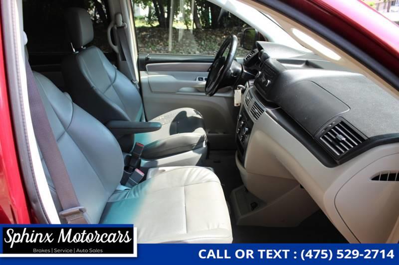 2011 Volkswagen Routan SE 4dr Mini Van w/ RSE, available for sale in Waterbury, Connecticut | Sphinx Motorcars. Waterbury, Connecticut