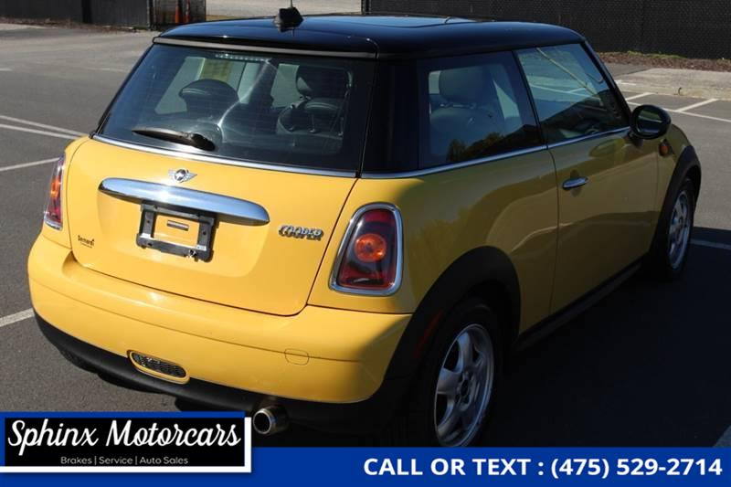 2009 Mini Cooper Base 2dr Hatchback, available for sale in Waterbury, Connecticut | Sphinx Motorcars. Waterbury, Connecticut