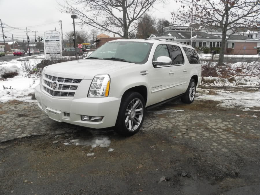 Used 2013 Cadillac Escalade ESV in Ridgefield, Connecticut | Marty Motors Inc. Ridgefield, Connecticut