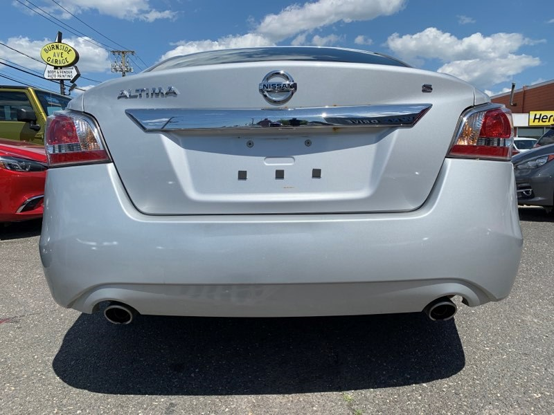 Used Nissan Altima 4dr Sdn I4 2.5 S 2015 | 5 Towns Drive. Inwood, New York