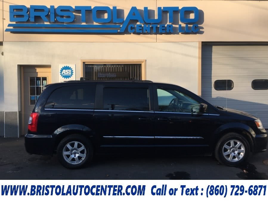 Used 2011 Chrysler Town & Country in Bristol, Connecticut | Bristol Auto Center LLC. Bristol, Connecticut