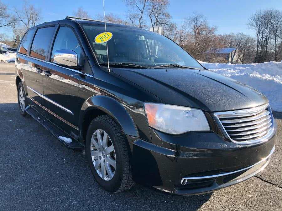 Used Chrysler Town & Country 4dr Wgn Touring-L 2011 | Malkoon Motors. Agawam, Massachusetts