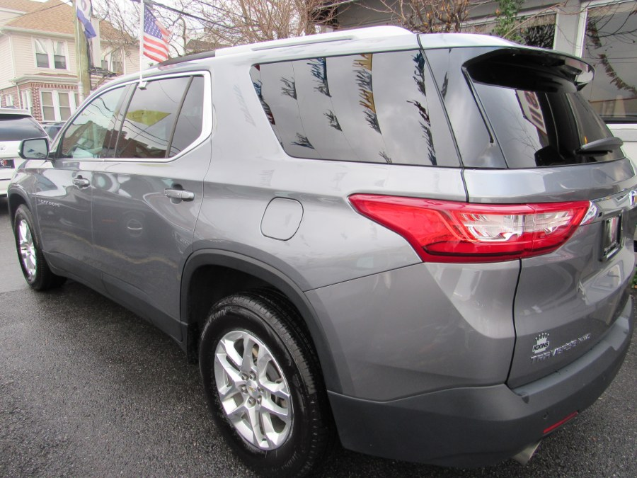 2018 Chevrolet Traverse AWD 4dr LT Cloth w/1LT, available for sale in Middle Village, New York | Road Masters II INC. Middle Village, New York