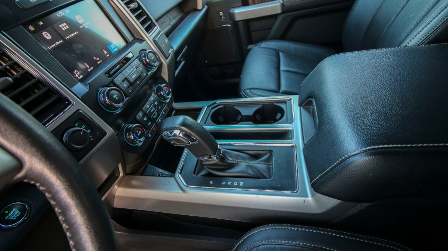 Used Ford F-150 LARIAT 4WD SuperCrew 5.5'' Box 2019 | Inman Motors Sales. Medford, Massachusetts