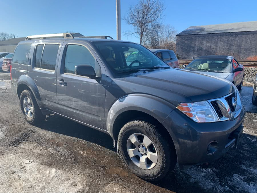 Used 2012 Nissan Pathfinder in Wallingford, Connecticut | Wallingford Auto Center LLC. Wallingford, Connecticut