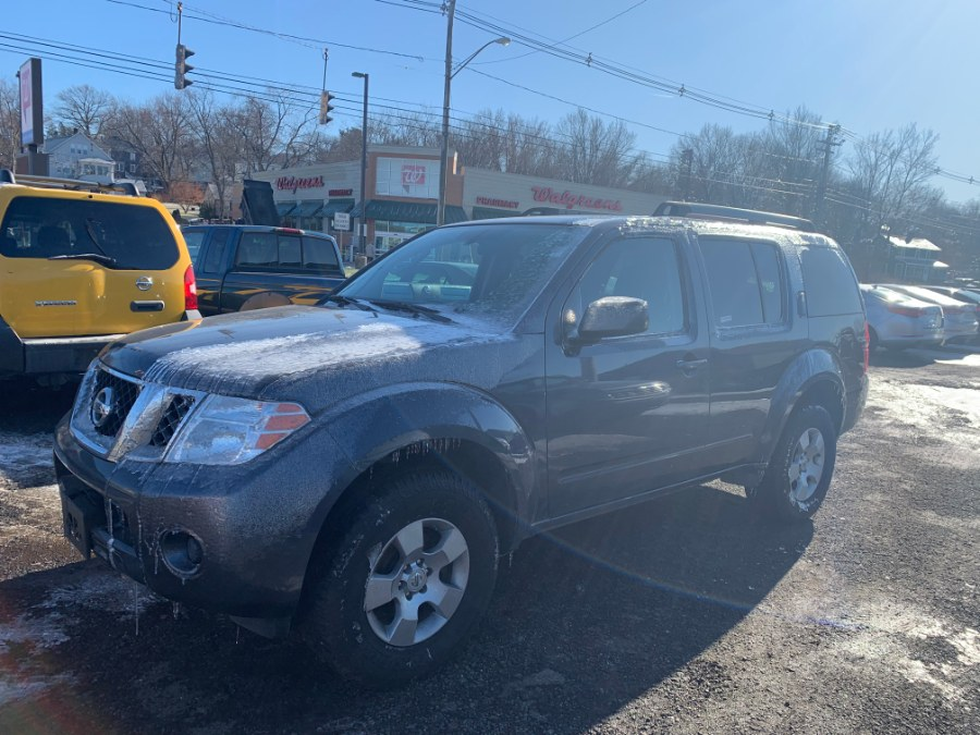 2012 Nissan Pathfinder 4WD 4dr V6 LE, available for sale in Wallingford, Connecticut | Wallingford Auto Center LLC. Wallingford, Connecticut