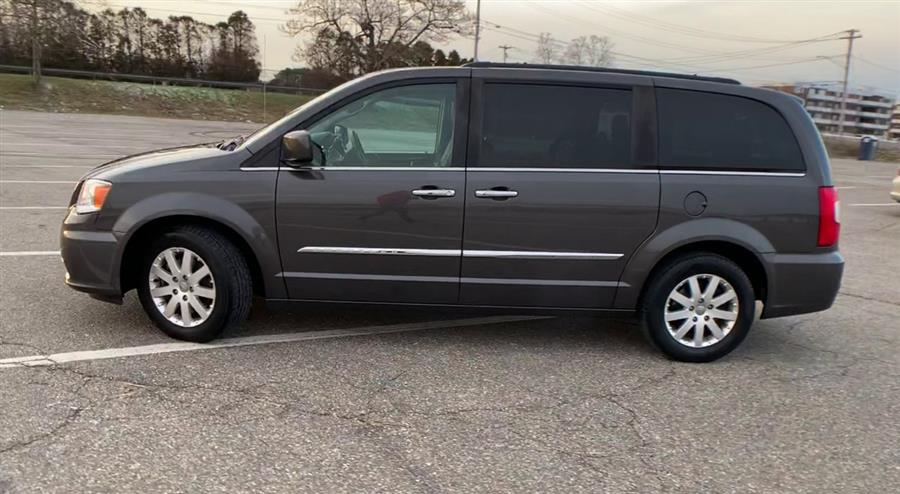 Used Chrysler Town & Country 4dr Wgn Touring 2015 | Wiz Leasing Inc. Stratford, Connecticut