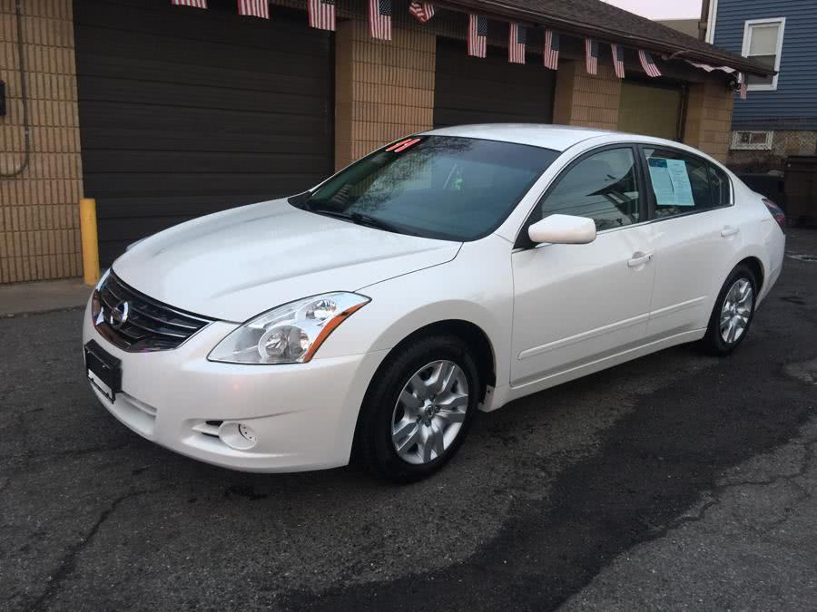 Used 2011 Nissan Altima in Stratford, Connecticut | Mike's Motors LLC. Stratford, Connecticut