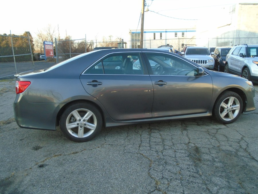 Used Toyota Camry 4dr Sdn I4 Auto SE (Natl) *Ltd Avail* 2014 | Dealertown Auto Wholesalers. Milford, Connecticut