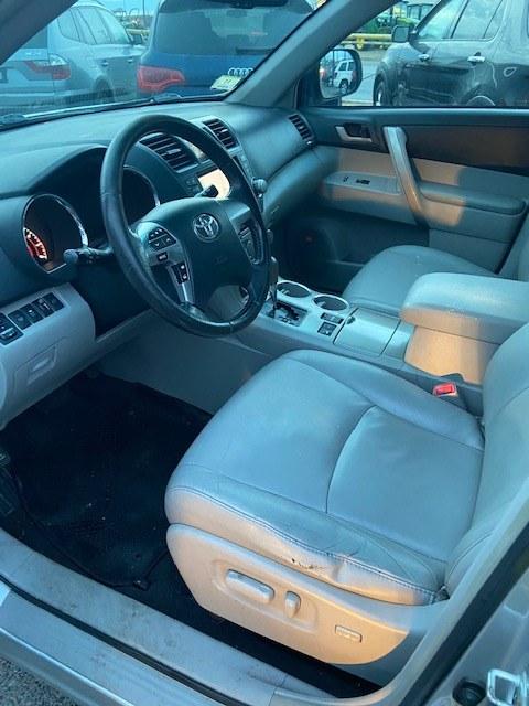 2011 Toyota Highlander 4WD 4dr V6 SE, available for sale in Raynham, Massachusetts | J & A Auto Center. Raynham, Massachusetts
