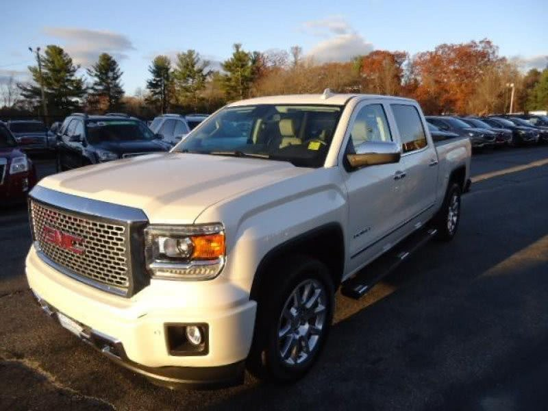 Used 2015 GMC Sierra 1500 in Lunenburg, Massachusetts | Chapdelaine Truck Center Inc.. Lunenburg, Massachusetts